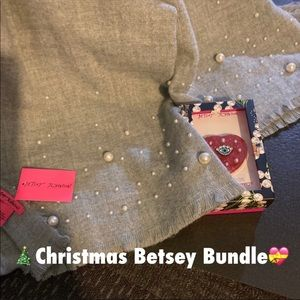NWT Oversized Blanket Scarf/Compact Mirror🧣❤️